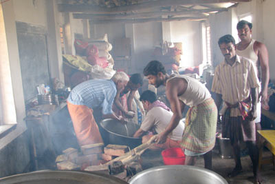cooking food for cyclone afeected