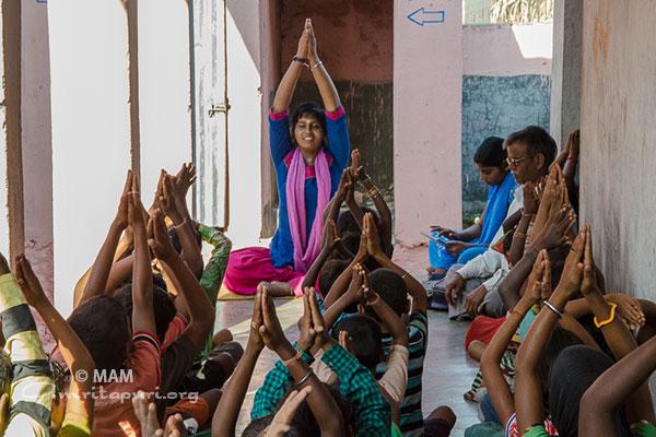 15-yoga-bihar01